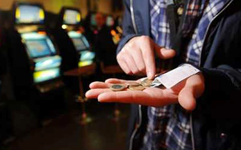 Суд отказал мужчине ввозмещении потраченных наСМС-лотерею 160 тыс. руб
