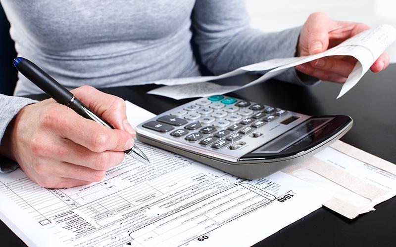 В РФ могут разрешить оплачивать госуслуги через МФЦ