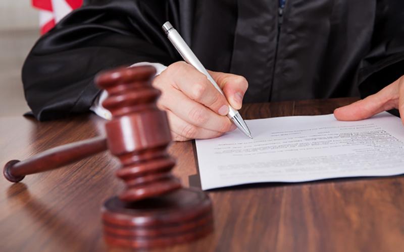 Судят ассистента судьи, торговавшую решениями впользу истцов