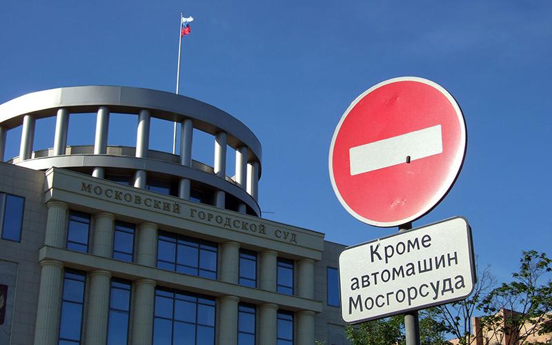Обвиняемые впроцессе совещания вМосгорсуде порезали себе вены деталями зажигалок