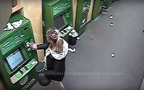Клиентов Сбербанка взламывали через урны возле банкоматов